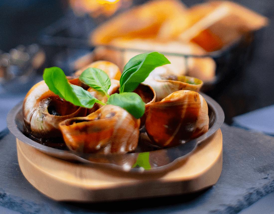Weinbergschnecken mit frischem Baguette