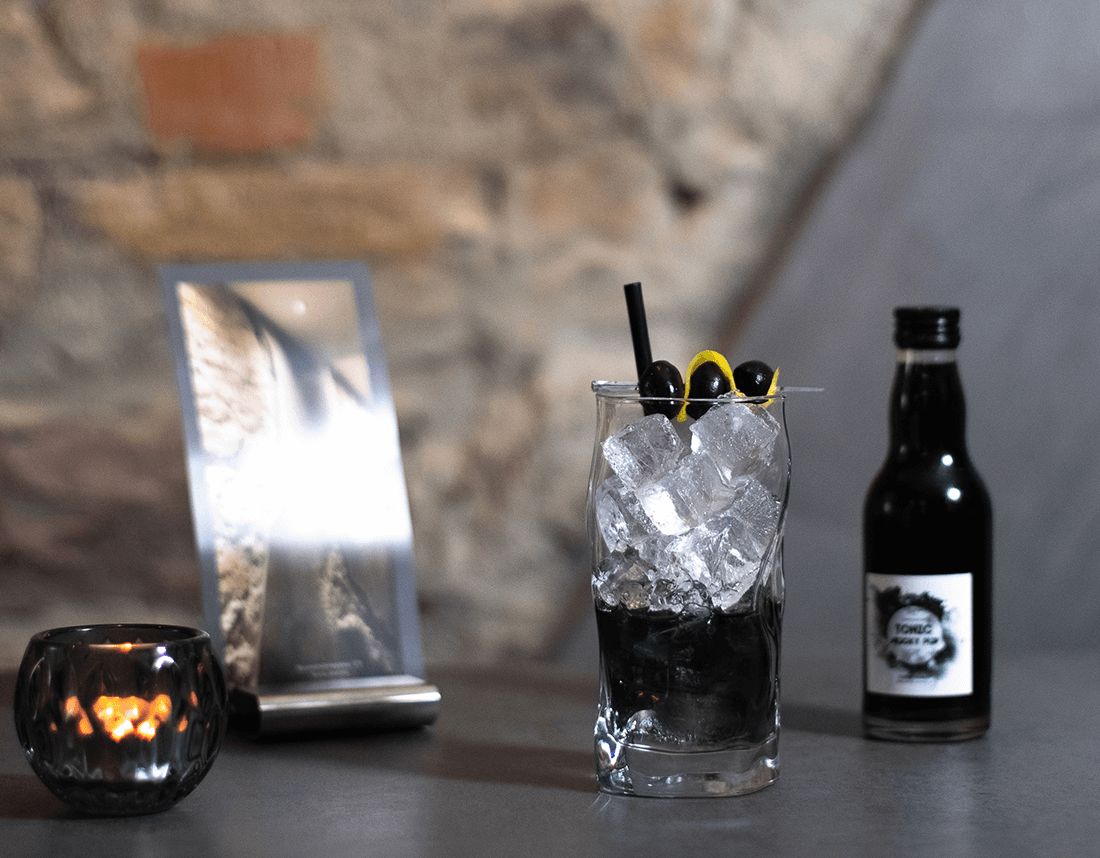 Black Gin Tonic